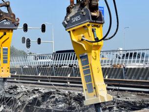 epiroc-hb4100-en-epiroc-hb7000-op-viaduct-kopieren